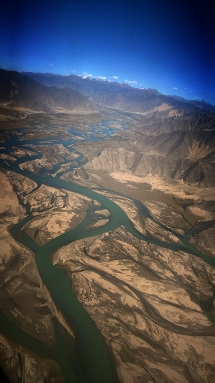 Yarlung Zangbo River også kalled 'merry blue waves'