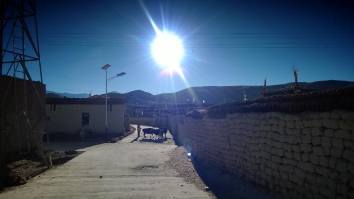 Landsbyen rett utenfor Tingri