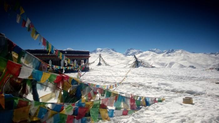Thang-La pass og Himalaya massivet med 8000 meters fjell