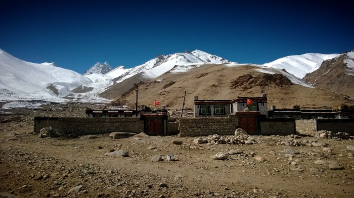 Liten landsby i fjellmassivet