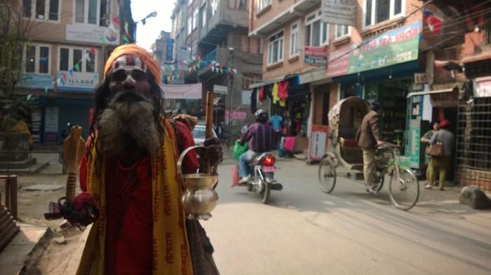 Gatelangs i Kathmanduog jeg ble velsignet av denne man