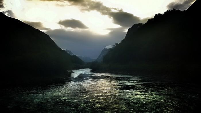 Elven Driva som renner gjennom Sunndal