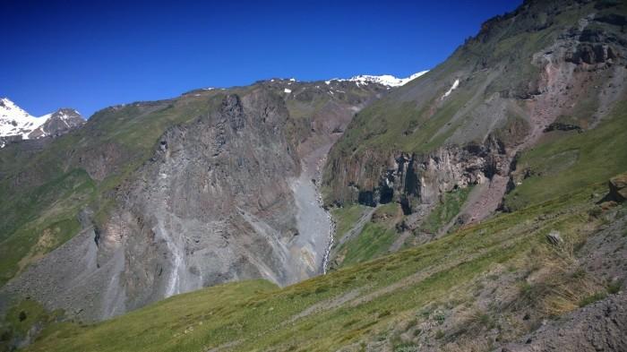 Utsikten oppover mot Mt Elbrus
