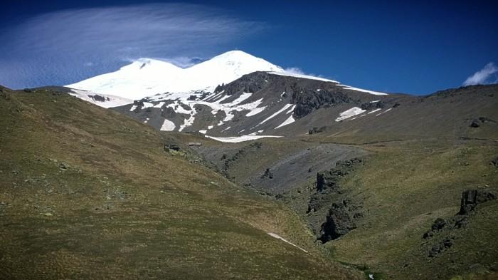 Elbrus, både øst- og vesttoppen