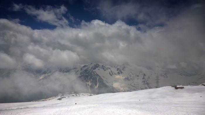Kaukasus gjennom skyene