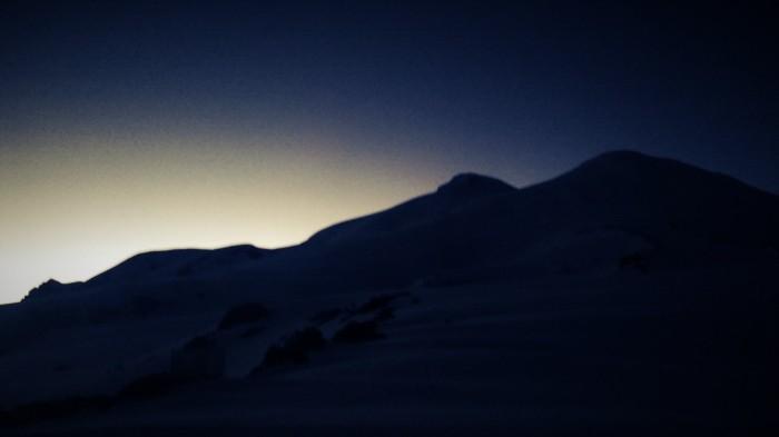 Solen går ned over Elbrus