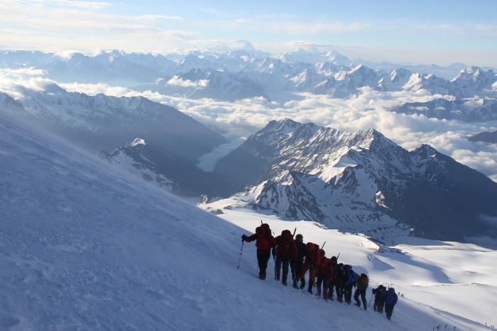 Gruppen er på vei opp Elbrus