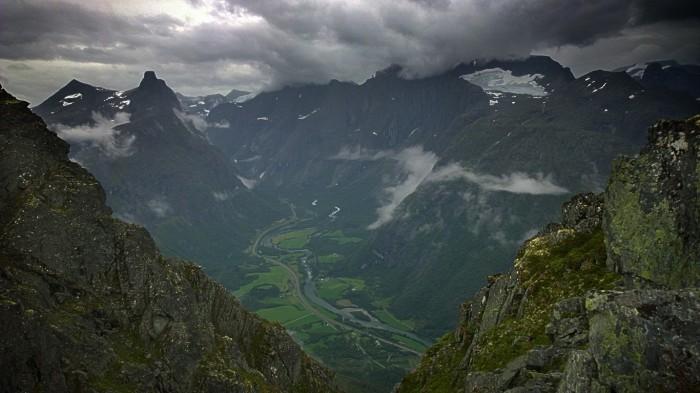 Utsikt over Romsdalshorn og Trollveggen