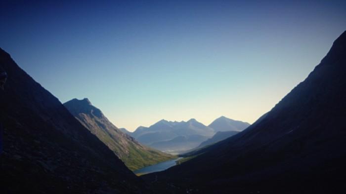 På vei opp mot klatreveggen med utsikt over Vengedalen