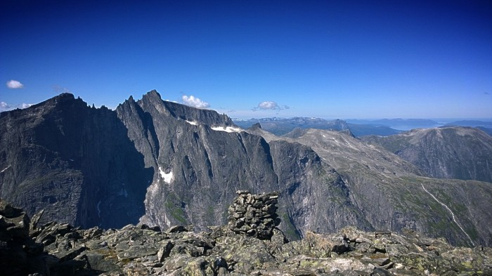 Utsikt over trollveggen fra Romsdalshorn