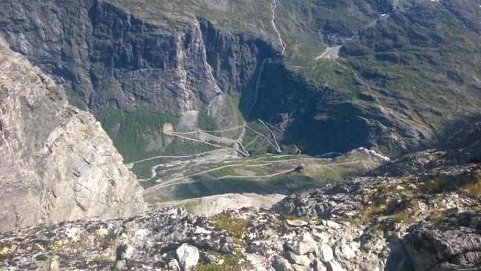 Trollstigen er langt der nede (bilde fra Erik)