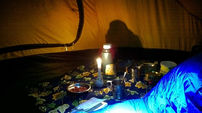 .. ble det bok og mys i teltet