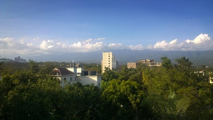 Skyene dekker først Kilimanjaro