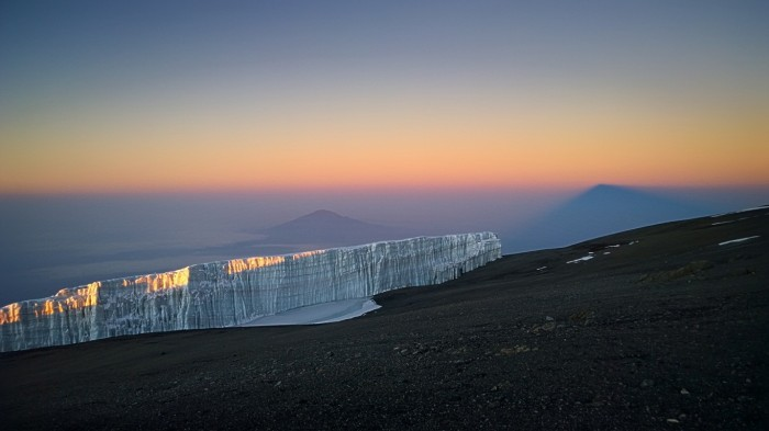 Meru og Kilimanjaro i soloppgang