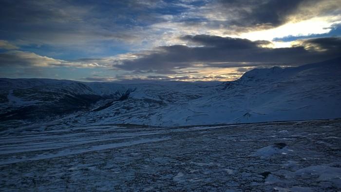 Solen er på vei ned og Grimsdalen viser seg
