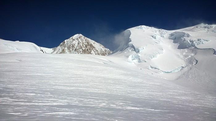 Vi svinger av Kahiltna Glacier