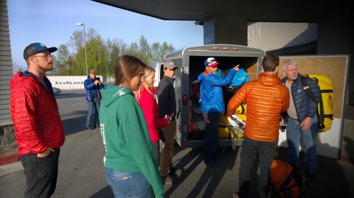Henger blir pakket og vi drar fra Anchorage