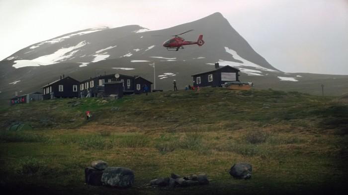 Varer leveres ut med helikopter